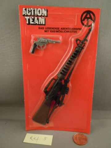 VINTAGE ACTION TEAM - M16 & Pistol on Card